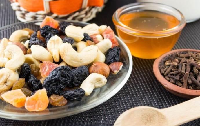 Сухофрукты, орехи, мед