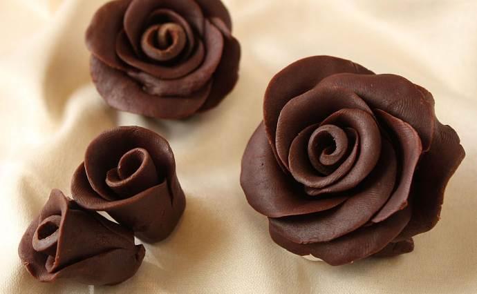 Готовые шоколадные розы