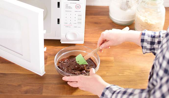 Как растопить шоколад в микроволновке
