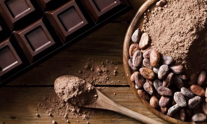 Какао-бобы и плитка