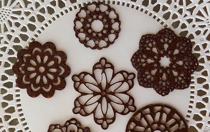 Шоколадные узоры от салфетки